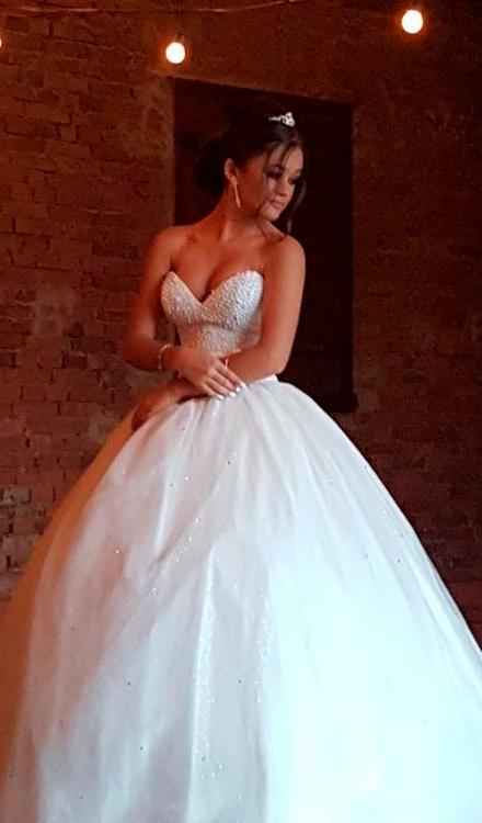 vestido de 15 anos branco tomara que caia coracao redondo