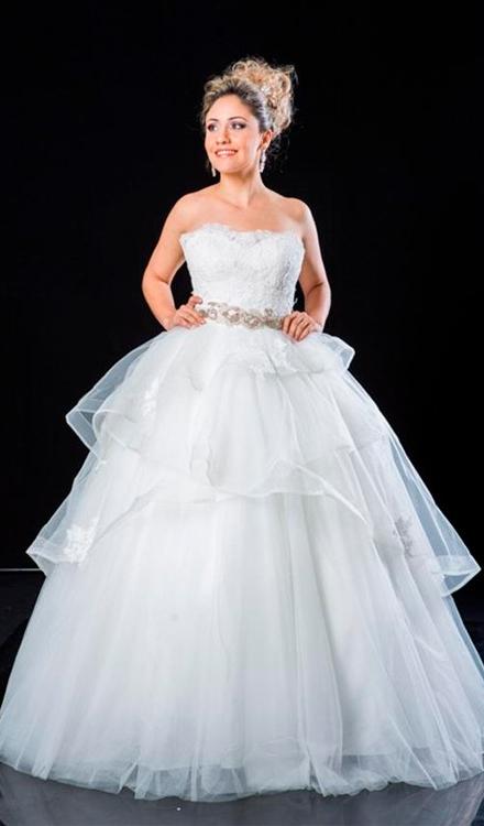 vestido de 15 anos branco tomara que caia quadrado