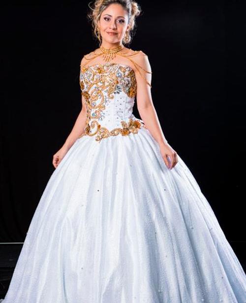 Vestido de 15 anos branco e dourado