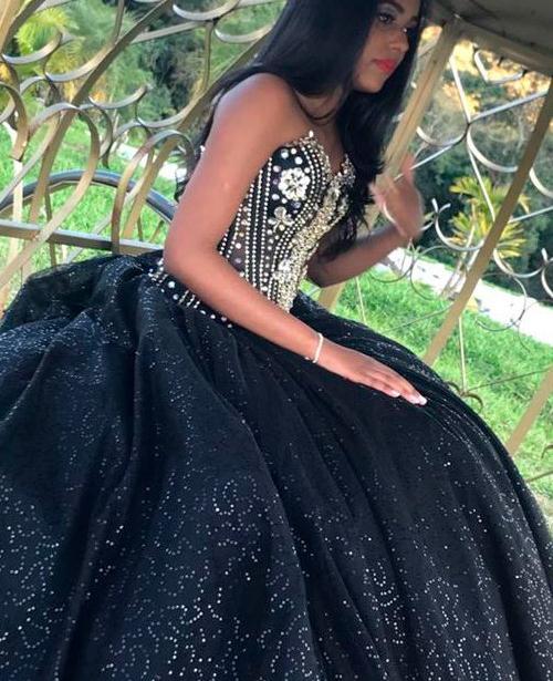 vestido de 15 anos preto e prata com brilho e glitter tomara que caia