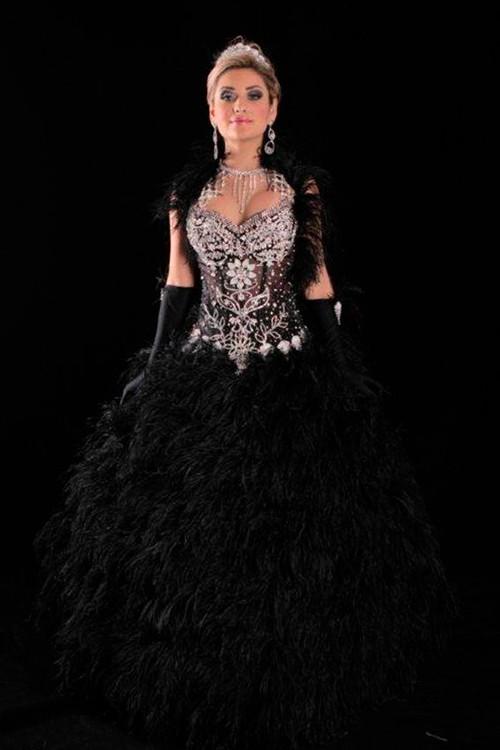 5554e47ecf vestido de 15 anos preto e prata com pena - Bella Angela