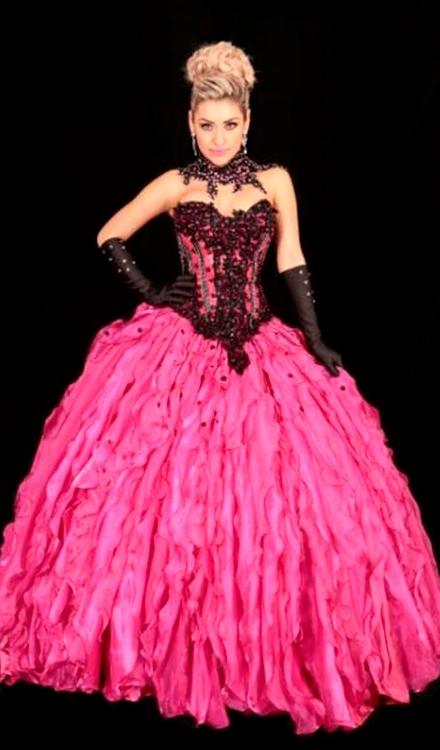 Vestido de 15 anos princesa rosa pink e preto
