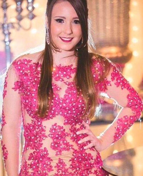 Vestido de festa rosa longo com tule