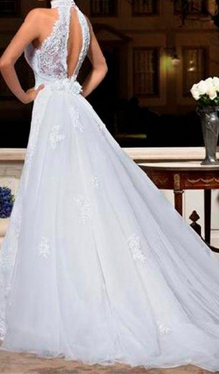 Vestido de noiva classico gola alta decote aberto nas costas