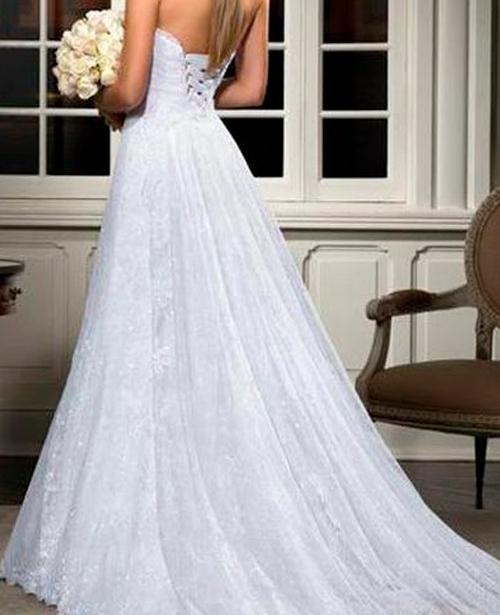 Vestido de noiva classico com decote nas costas tracado