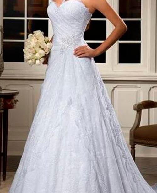 Vestido de noiva decote tomara que caia evase