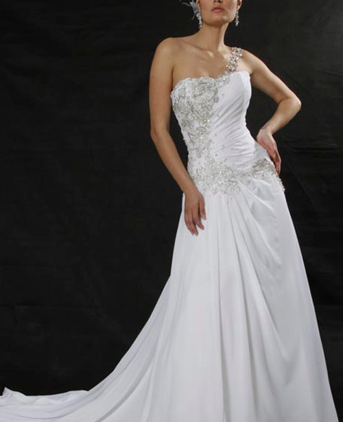 Vestido de noiva evase decote assimétrico crepe