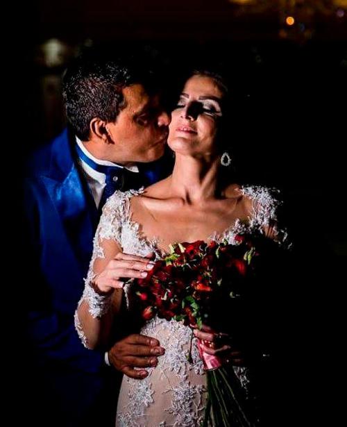 vestido de noiva tomara que caia brilho e decote
