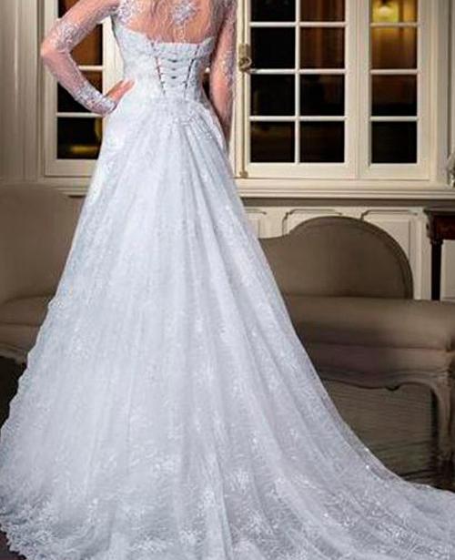 Vestido de noiva gola alta com renda decote nas costa trancado manga longa