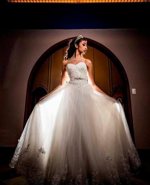 Vestido de noiva tomara que caia brilho