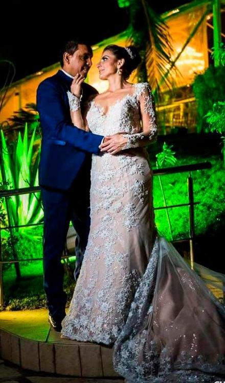 Vestido de noiva transparente com renda com manga longa