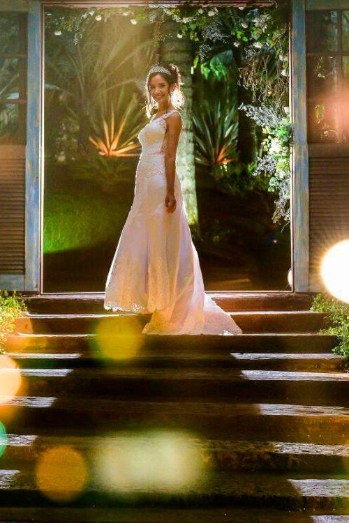 a2877459ec98 Vestido de noiva evase com renda decote v - Bella Angela
