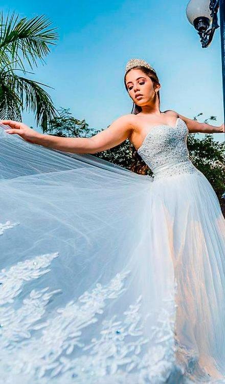 Vestido de noiva tomara que caia cetim com brilho