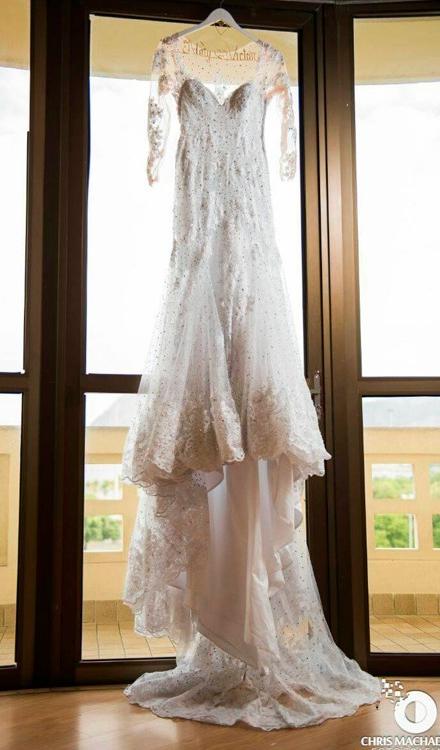 Vestido de noiva com renda e tule manga longa