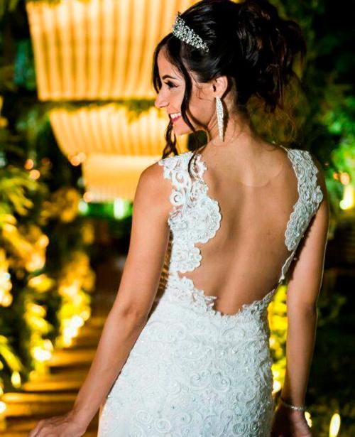 Vestido de noiva com renda decote nas costas