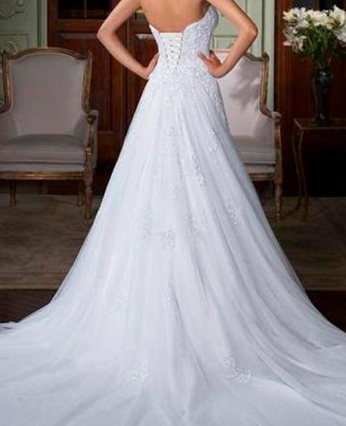 Vestido de noiva decote aberto nas costas com gola alta