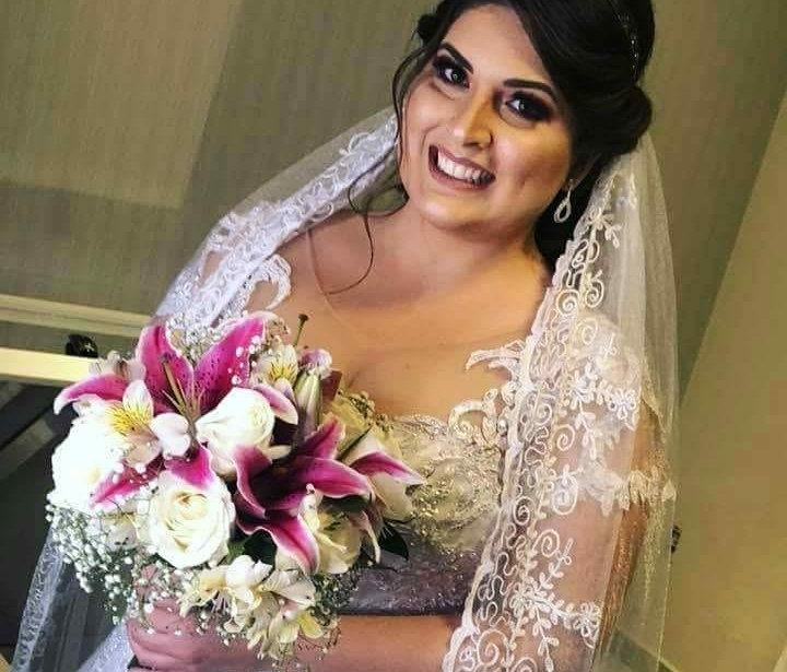 Vestido de Noiva Plus Size Manga Curta Decote Coração